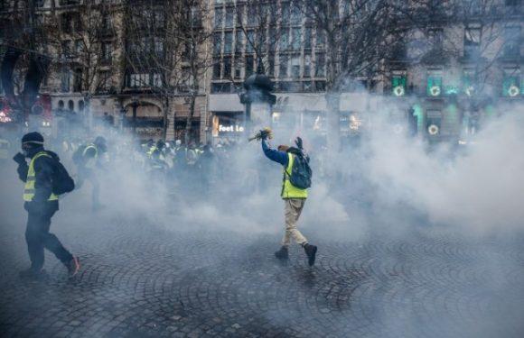 Gilets jaunes: le gouvernement français espère la fin de la crise