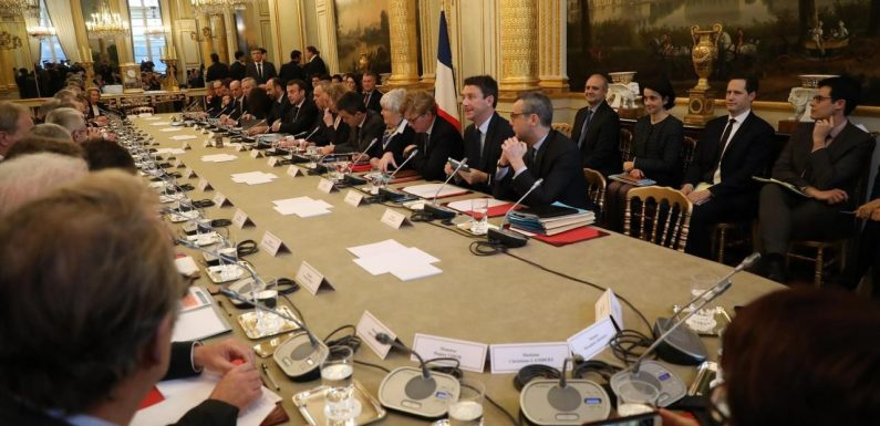 Gilets jaunes : qui étaient les 37 invités à la (grande) table de l'Elysée ?