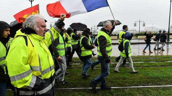 « Gilets jaunes » : mobilisation en forte baisse avec environ 65 000 manifestants en France