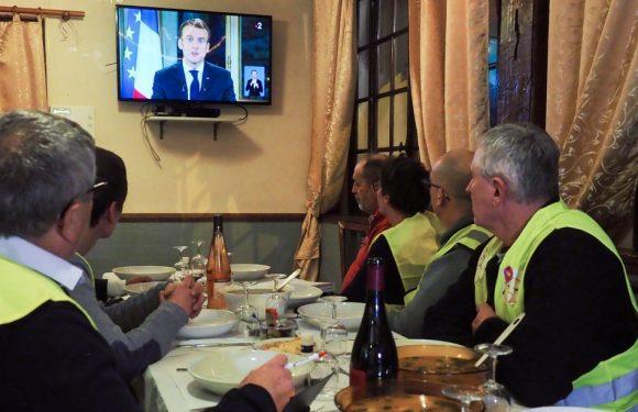 «Gilets jaunes» EN DIRECT: Plus de 21 millions de personnes ont regardé les annonces de Macron… Edouard Philippe fera le service après-vente…