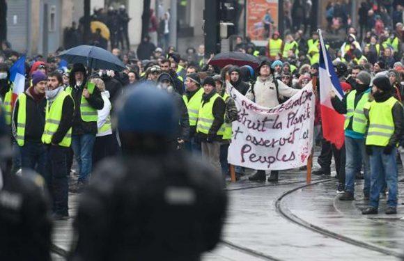 «Gilets jaunes» : Faible mobilisation et quelques tensions pour l'»acte V»