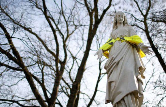 Des « gilets jaunes » près de Nantes : « il nous lâche des miettes de pain »