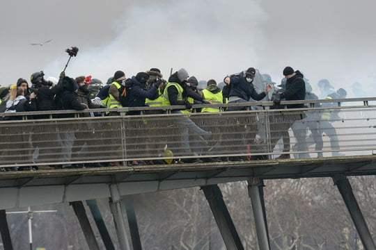 Crise des gilets jaunes : qui est le boxeur qui a tabassé un gendarme samedi ? – Linternaute.com