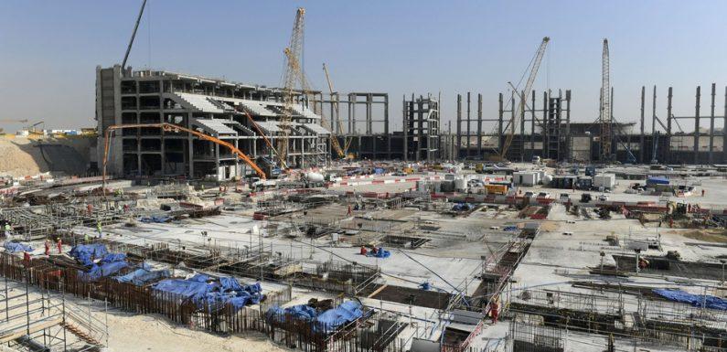 Qatar 2022: Pour Amnesty International, les conditions des travailleurs immigrés restent « difficiles »