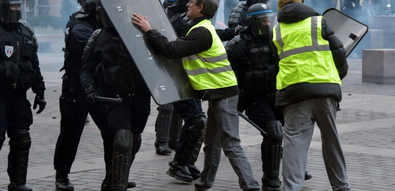 «Gilets jaunes»: Pourquoi les services secrets s'intéressent aux manifestants