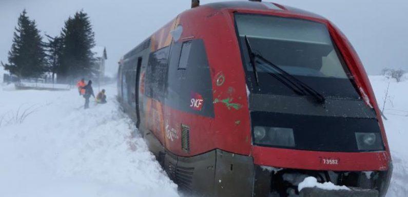 Lozère: Un train déraille à cause de la neige sur les voies