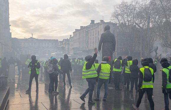 Les Gilets Jaunes: protesters or extremists?
