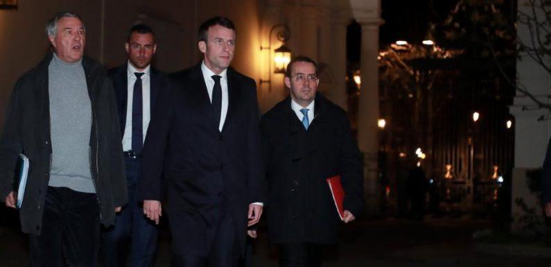 Violences en marge des manifestations de «gilets jaunes» : «Tous ceux qui étaient là se sont rendus complices » déclare Emmanuel Macron