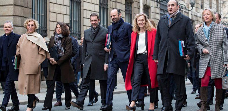 L'heure du remaniement a-t-elle sonné pour Emmanuel Macron ?