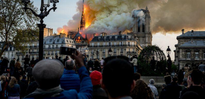 Devant Notre-Dame en flammes : «On sera morts avant que ce soit reconstruit…»