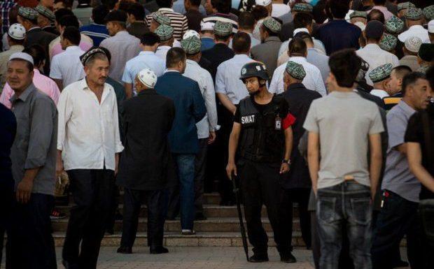 Comment Pékin utilise une appli mobile pour traquer les musulmans ouïghours