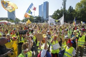 Gilets jaunes Second 'yellow vests' protest in Geneva draws several hundred