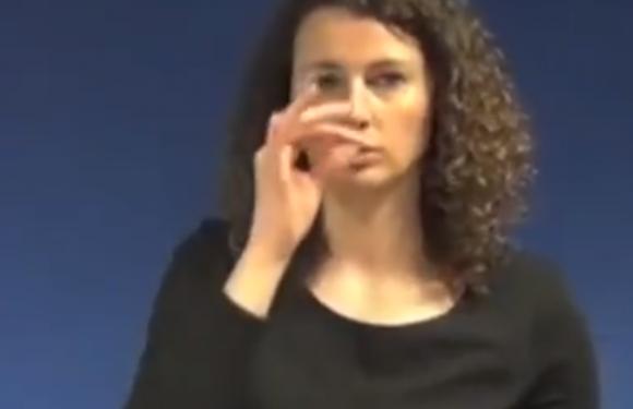 Une université en Belgique reprend un cliché antisémite pour désigner le mot « Juif » en langue des signes