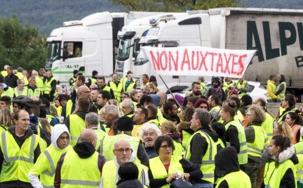 « Gilets jaunes » : un an après, 55% des Français approuvent encore le mouvement