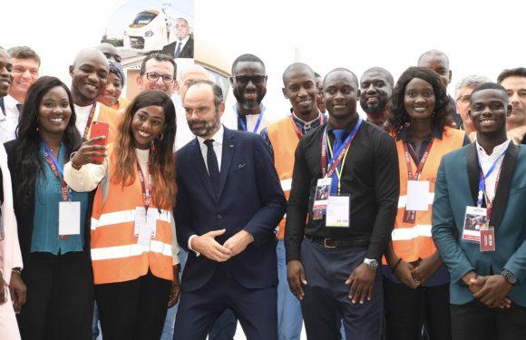 Edouard Philippe inaugure le TER à Dakar (Sénégal)