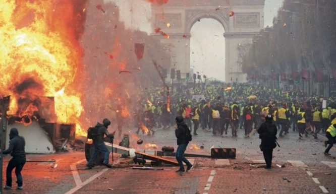 Gilets jaunes and Brexit deny France tourism record
