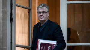 Retraites : dénonçant un conflit d'intérêt, l'opposition réclame des comptes à Delevoye