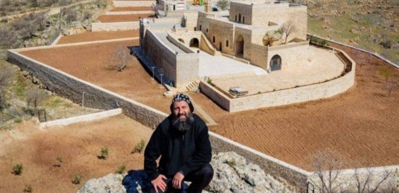 La Turquie emprisonne un prêtre syriaque accusé de soutien au PKK