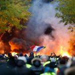 """Quelques milliers de """"gilets jaunes"""" manifestent à Paris, 59 interpellations"""