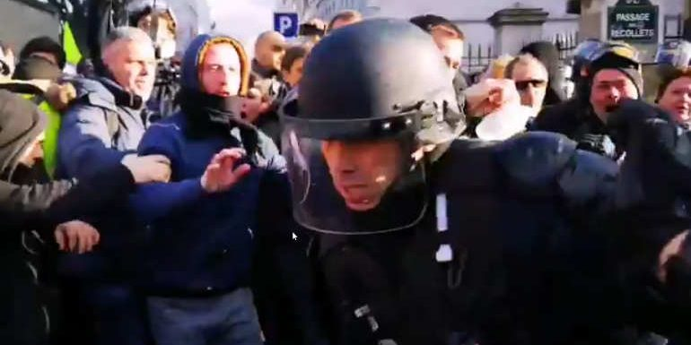 Viral video shows police brutality against 'Yellow Vest' mass protest in Paris