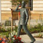 Esclavage : deux statues de l'abolitionniste Victor Schœlcher déboulonnées en Martinique